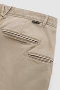 Pantaloni chino in cotone tinto in capo elasticizzato
