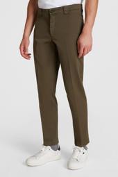 Pantalon chino en coton teint en pièce