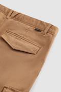 Pantaloni cargo in cotone tinto in capo elasticizzato